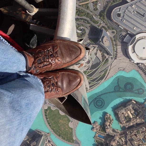 Joe McNally auf der Spitze des Burj Khalifa in Dubai (Foto: Joe McNally / joemcnally.com)