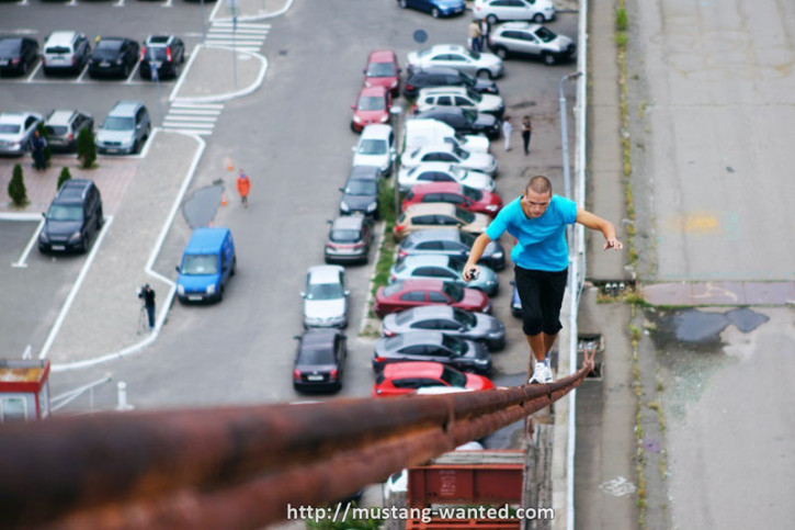 "Mustang Wanted beim ""Skyhanging"" (Foto: mustang-wanted.com)"